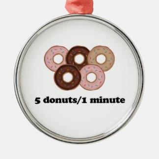 Fem donuts i en som är minimal julgransprydnad metall