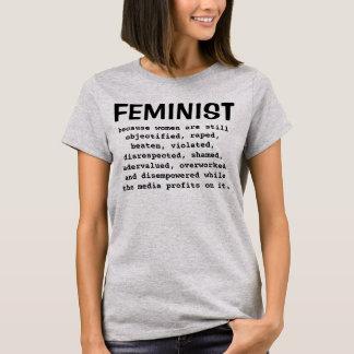 Feminist - därför att kvinnor är den stilla… t-shirts