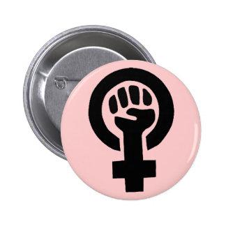 Feministiskt symbol med rosa bakgrund standard knapp rund 5.7 cm