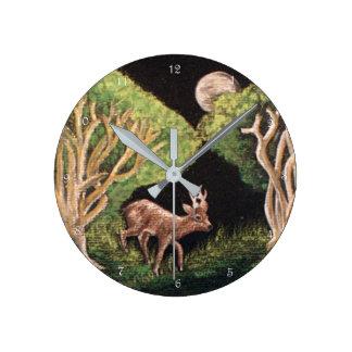 """Fen av väggen för den skog""""rådjurbocken"""" tar tid rund klocka"""
