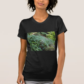 Ferns i skogen t shirts