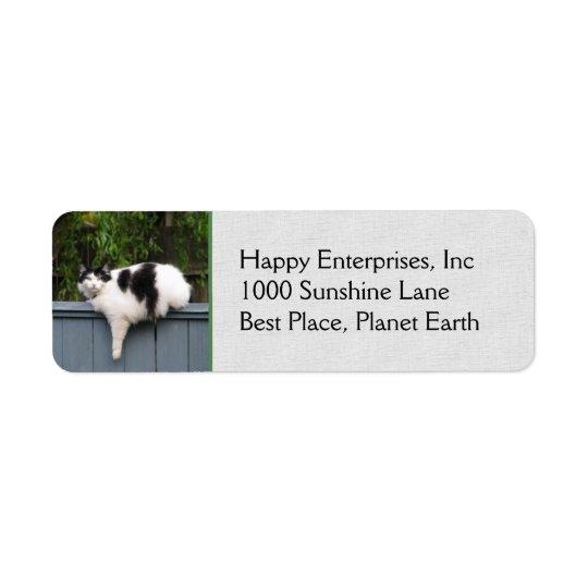 Fet katt på staket returadress etikett