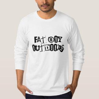 Fet pojke utomhus tröjor