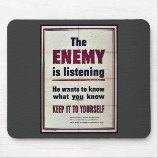 Fienden lyssnar musmatta