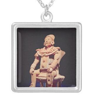 Figur av en oavkortad regalier för krigare silverpläterat halsband