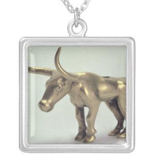 Figur av en tjur silverpläterat halsband