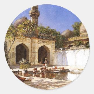 Figurer i borggården av en moské av den Edwin Runt Klistermärke