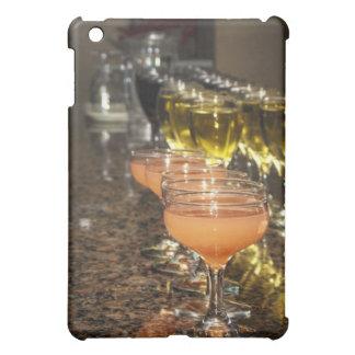 Fira - orangen dricker flickaktigt i utsmyckade iPad mini skydd