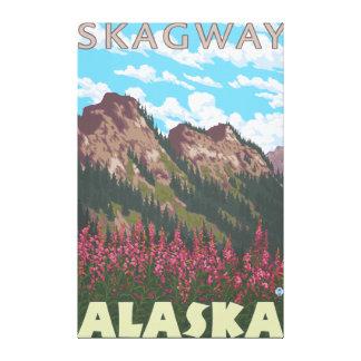 Fireweed & berg - Skagway, Alaska Canvastryck