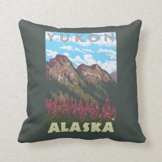 Fireweed & berg - Yukon, Alaska Kudde