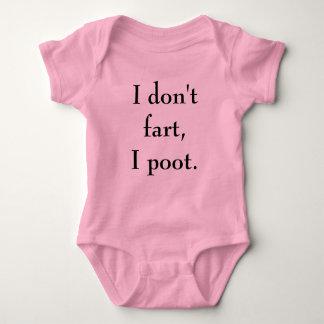 """""""Fiser jag inte, skjortan för flickan för I-poot"""" T Shirts"""