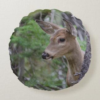 Fishercap för porträtt för vitsvanhjort sjö rund kudde