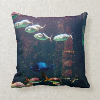 Fisk i akvarium prydnadskudde