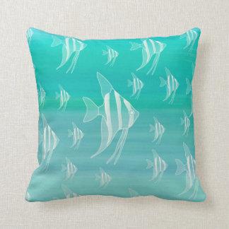 Fisk i aquamarine färgat hav kudde