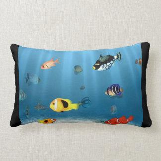 Fisk i hav prydnadskuddar