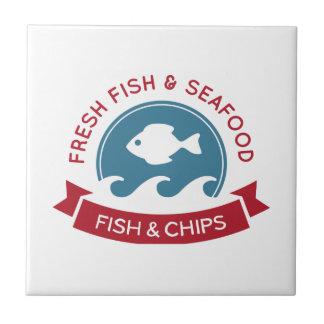 Fisk- och chipskaldjurlogotyp liten kakelplatta