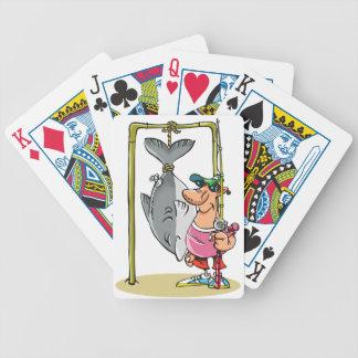 Fiskaren med hans fångar att leka kort spelkort