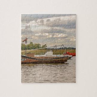Fiske och segelbåtar på den Santa Lucia floden i Pussel