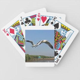 Fiskmåsar i flyg spelkort