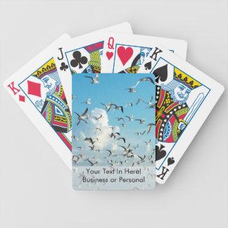 fiskmåsar i himmel över öppningsfåglar spelkort