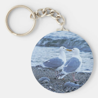 Fiskmåsar som kysser på strandfotoet rund nyckelring