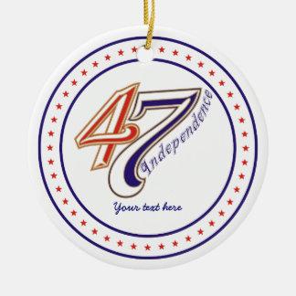 Fjärde 4th av prydnaden för Juli textdesign Julgransprydnad Keramik