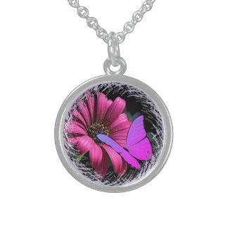 Fjäril på daisy sterling silver halsband
