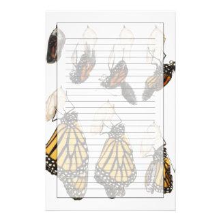 Fjäril som dyker upp från coccoon brevpapper