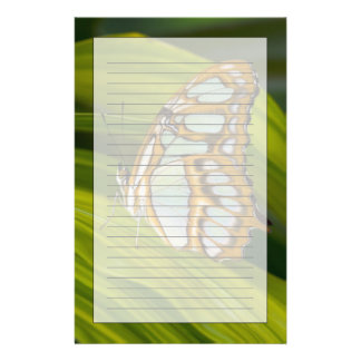 Fjäril som vilar på löv brevpapper