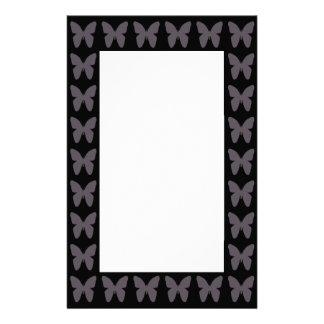 Fjärilen mönstrar fjärilar i svartvitt brevpapper