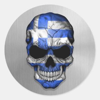 Flagga av Grekland på en grafisk stålsättaskalle Runt Klistermärke