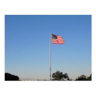 Flagga som flyger i vinden vykort