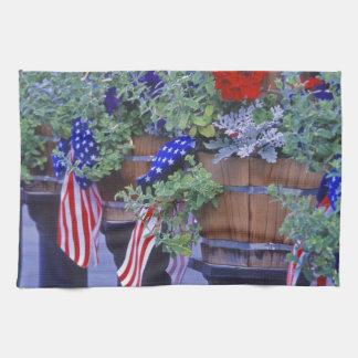 Flaggor och blommor i Philipsburg Montana Kökshandduk