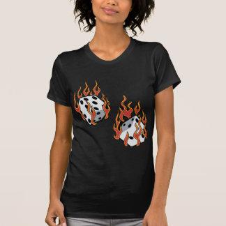 Flammande tärning tshirts