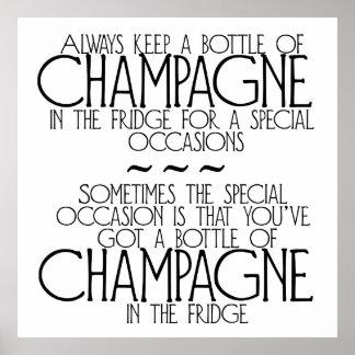 Flaskan av champagne i kylen formulerar affischen poster