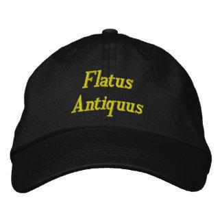 Flatus Antiquus - gammal fis i latin Broderad Keps