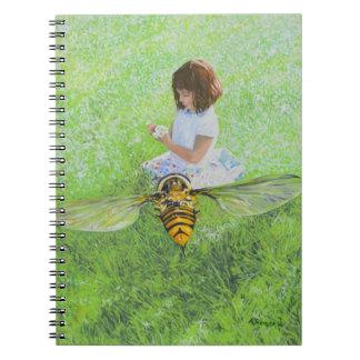 Flicka med bimålning vid den Steve Berger Anteckningsbok