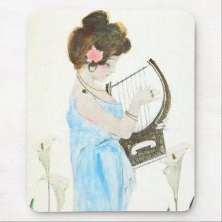 Flicka med harpaart nouveau musmatta