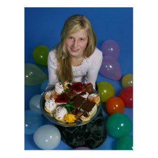 Flicka med tårtor vykort