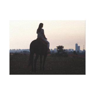 flicka och henne häst canvastryck