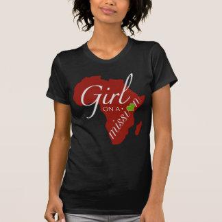 Flicka på en beskickning - afrika t-shirt