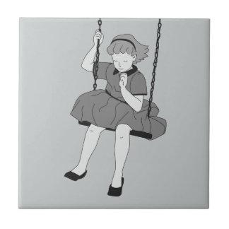 Flicka på en gunga kakelplatta
