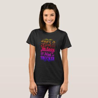 Flicka som är förälskad med en lastbilsförare t shirts