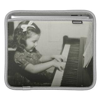 Flicka som leker pianot sleeve för iPads