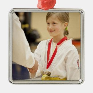 Flickahäleri en medalj på ett Karatemästerskap Julgransprydnad Metall