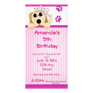 Flickahund med pilbåge- & hundhusfödelsedag fotokort