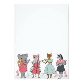 Flickaktigt djur som leker musikinbjudan 12,7 x 17,8 cm inbjudningskort