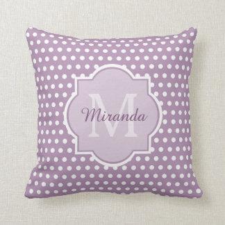 Flickaktigt purpurfärgad polka dots Monogram och Kudde