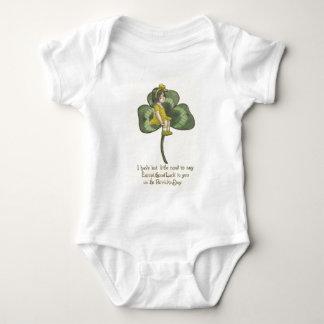 Flickasitta på Shamrock Tee Shirt