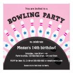 Flickor som bowlar partyinbjudan med stift, rosa v